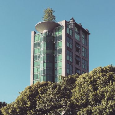 Eugenia Place Tower, 1987